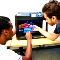 Students with MakerBot 3D printer at Makers Lab