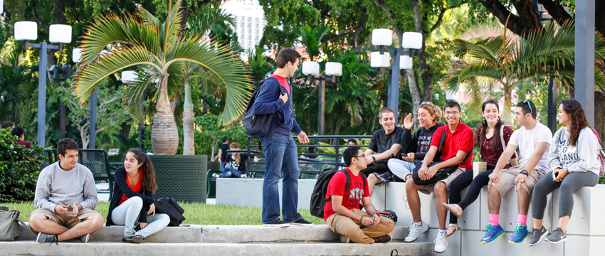 MDC students sitting at Wolfson Campus